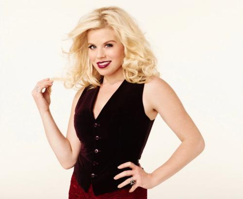 Megan_Hilty_Headshot_2013__959x1280___1_